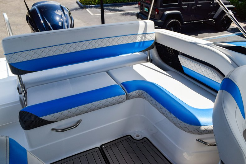 Thumbnail 22 for New 2019 Hurricane SunDeck SD 2410 OB boat for sale in West Palm Beach, FL