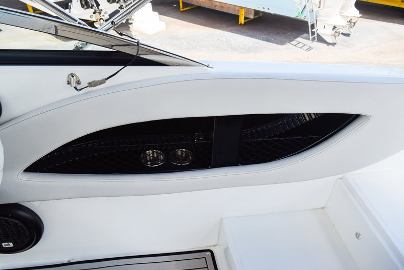 Thumbnail 26 for New 2019 Hurricane SunDeck SD 2410 OB boat for sale in West Palm Beach, FL