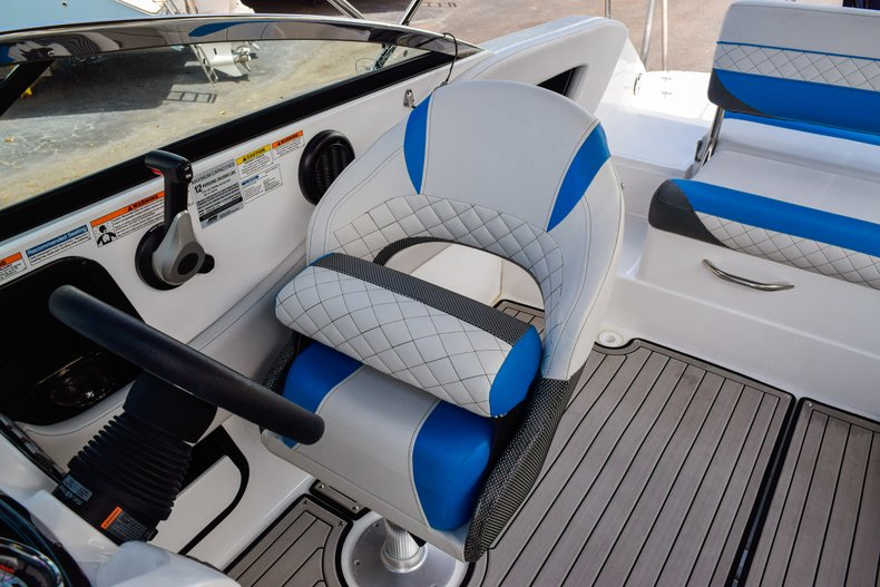 Thumbnail 36 for New 2019 Hurricane SunDeck SD 2410 OB boat for sale in West Palm Beach, FL