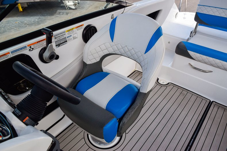 Thumbnail 37 for New 2019 Hurricane SunDeck SD 2410 OB boat for sale in West Palm Beach, FL