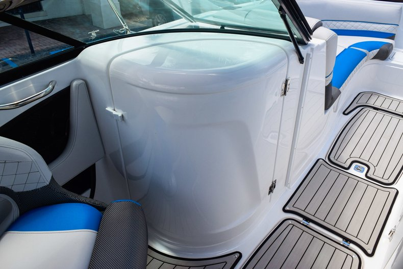 Thumbnail 40 for New 2019 Hurricane SunDeck SD 2410 OB boat for sale in West Palm Beach, FL