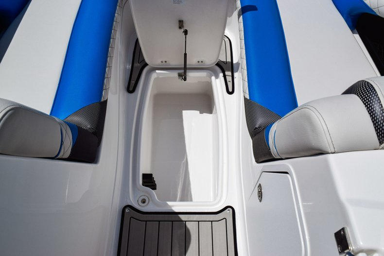 Thumbnail 44 for New 2019 Hurricane SunDeck SD 2410 OB boat for sale in West Palm Beach, FL