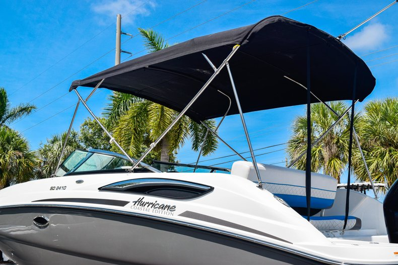 Thumbnail 8 for New 2019 Hurricane SunDeck SD 2410 OB boat for sale in West Palm Beach, FL