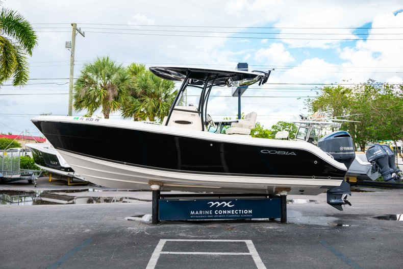 Image 4 for 2014 Cobia 237 Center Console in West Palm Beach, FL