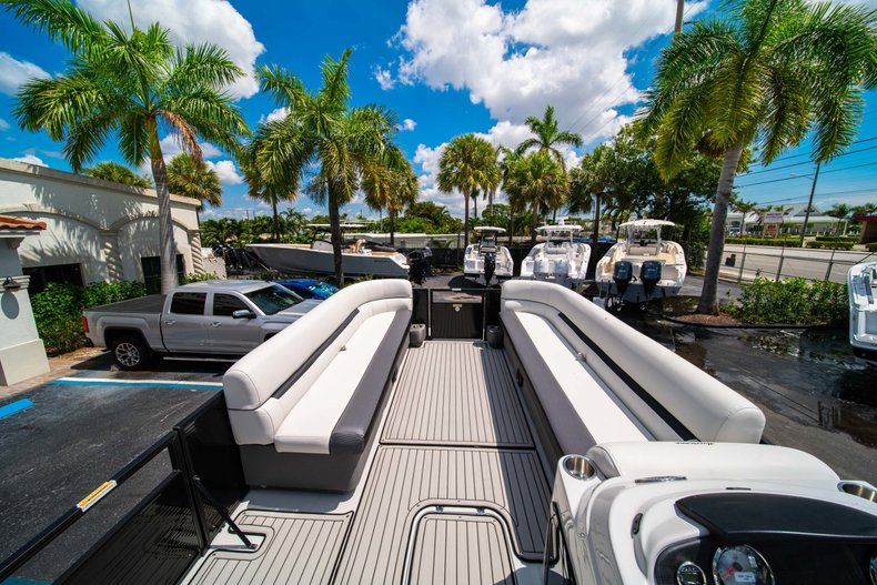 Thumbnail 22 for New 2019 Hurricane FunDeck FD 236SB boat for sale in Vero Beach, FL