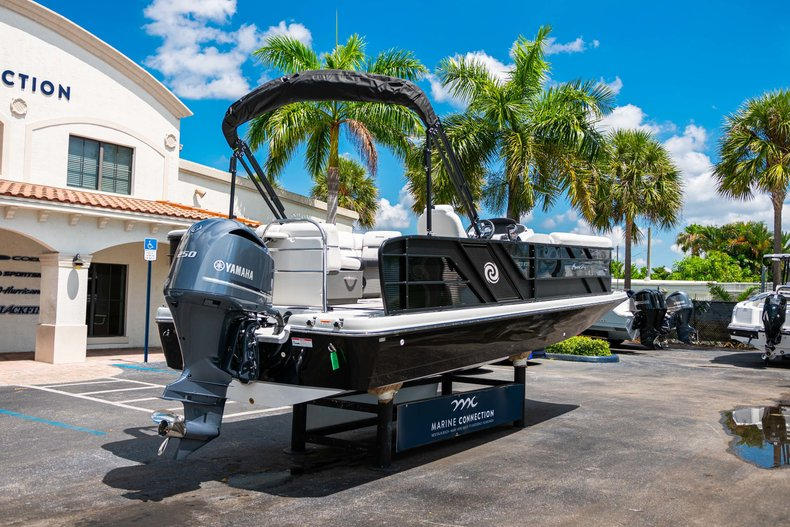 Thumbnail 7 for New 2019 Hurricane FunDeck FD 236SB boat for sale in Vero Beach, FL