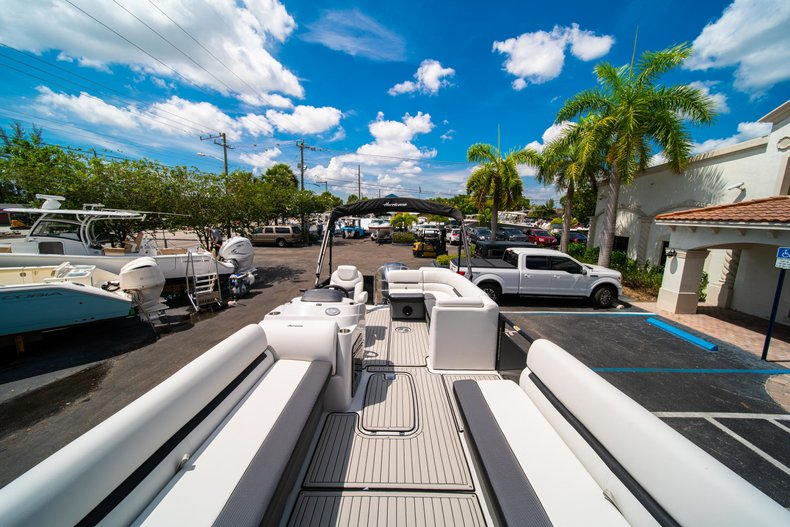 Thumbnail 25 for New 2019 Hurricane FunDeck FD 236SB boat for sale in Vero Beach, FL