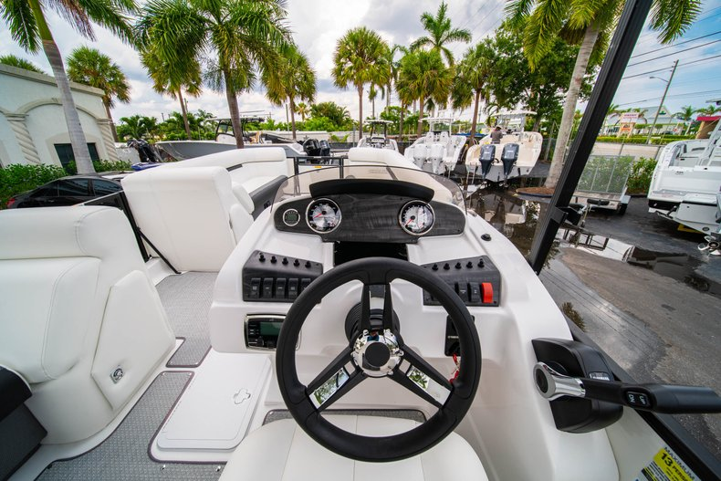 Thumbnail 11 for New 2019 Hurricane FunDeck FD 226 OB boat for sale in West Palm Beach, FL