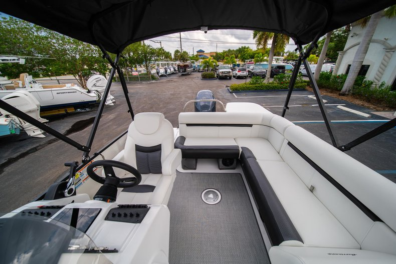 Thumbnail 14 for New 2019 Hurricane FunDeck FD 226 OB boat for sale in Vero Beach, FL