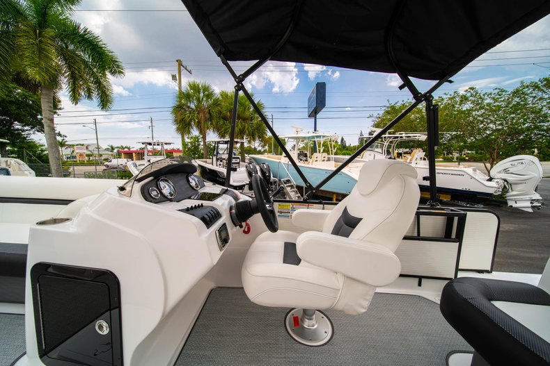 Thumbnail 13 for New 2019 Hurricane FunDeck FD 226 OB boat for sale in Vero Beach, FL