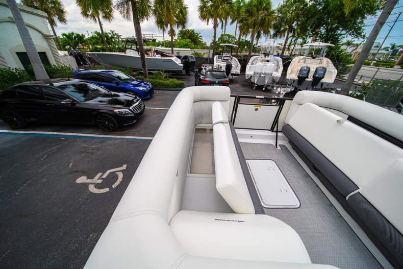 Thumbnail 25 for New 2019 Hurricane FunDeck FD 226 OB boat for sale in West Palm Beach, FL