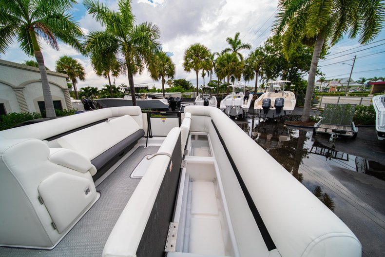Thumbnail 24 for New 2019 Hurricane FunDeck FD 226 OB boat for sale in West Palm Beach, FL