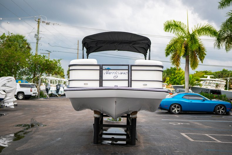 Thumbnail 2 for New 2019 Hurricane FunDeck FD 226 OB boat for sale in West Palm Beach, FL