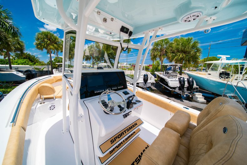 Thumbnail 26 for New 2019 Sportsman Heritage 251 Center Console boat for sale in West Palm Beach, FL