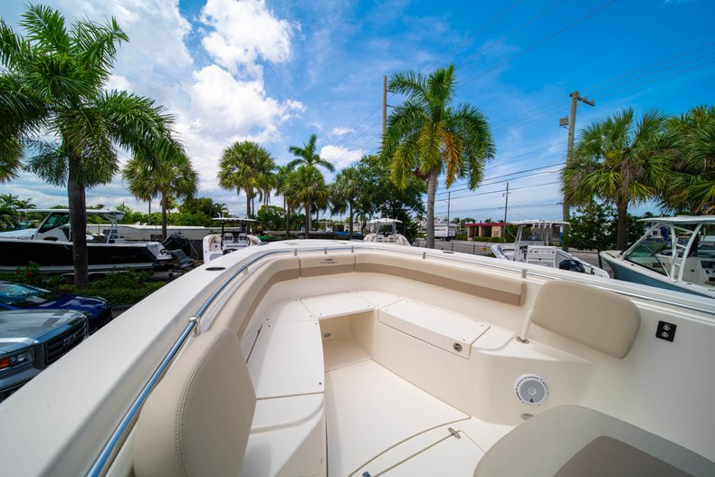 Thumbnail 39 for New 2019 Cobia 280 Center Console boat for sale in Fort Lauderdale, FL