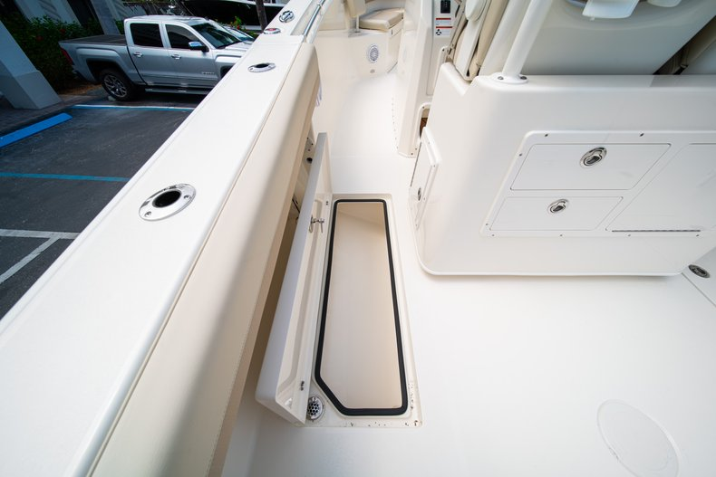 Thumbnail 21 for New 2019 Cobia 280 Center Console boat for sale in Fort Lauderdale, FL