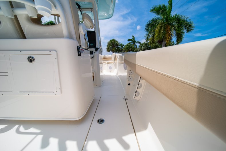 Thumbnail 18 for New 2019 Cobia 280 Center Console boat for sale in Fort Lauderdale, FL
