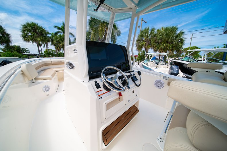Thumbnail 26 for New 2019 Cobia 280 Center Console boat for sale in Fort Lauderdale, FL