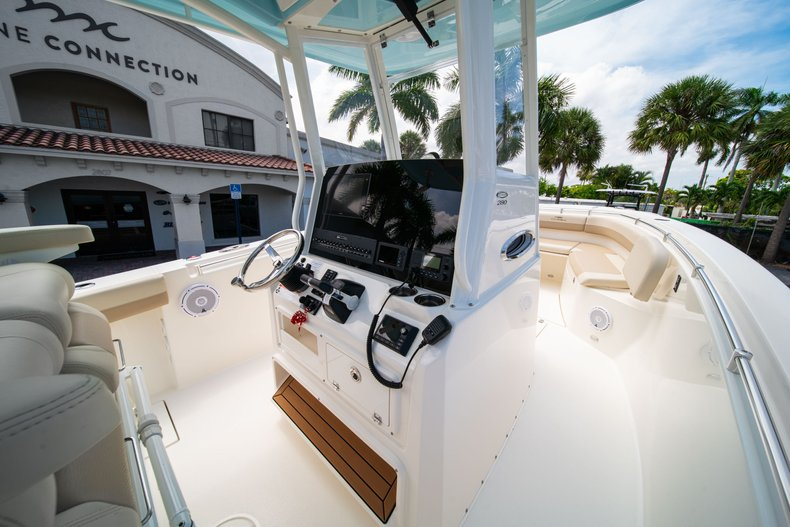 Thumbnail 24 for New 2019 Cobia 280 Center Console boat for sale in Fort Lauderdale, FL