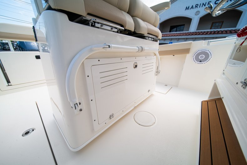 Thumbnail 28 for New 2019 Cobia 280 Center Console boat for sale in Fort Lauderdale, FL