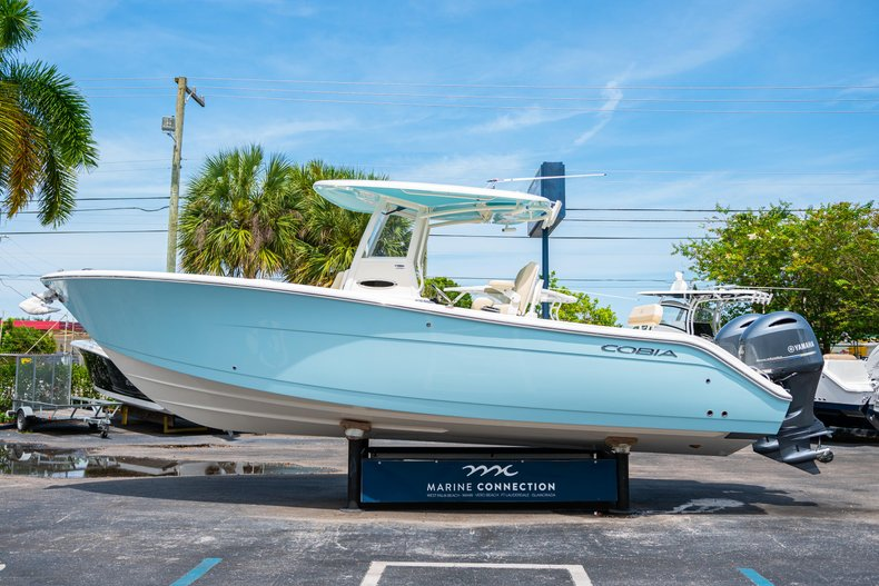 Thumbnail 4 for New 2019 Cobia 280 Center Console boat for sale in Fort Lauderdale, FL