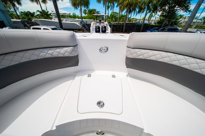 Thumbnail 34 for New 2019 Hurricane SunDeck SD 2690 OB boat for sale in West Palm Beach, FL