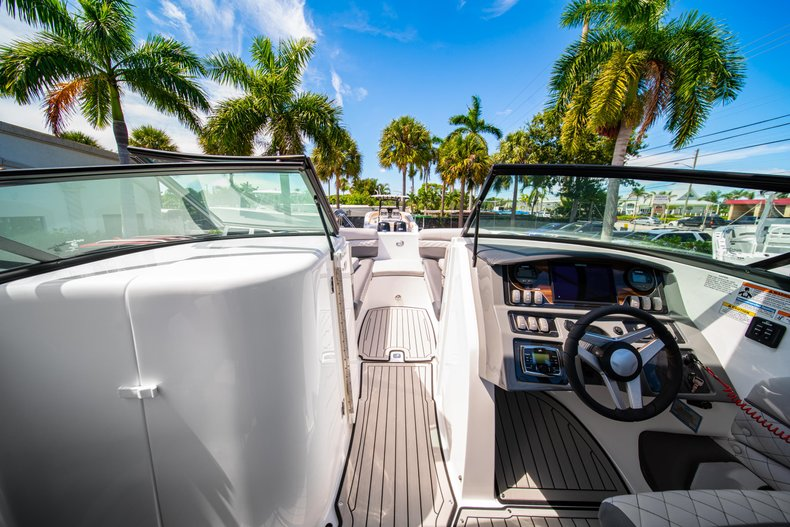 Thumbnail 29 for New 2019 Hurricane SunDeck SD 2690 OB boat for sale in West Palm Beach, FL