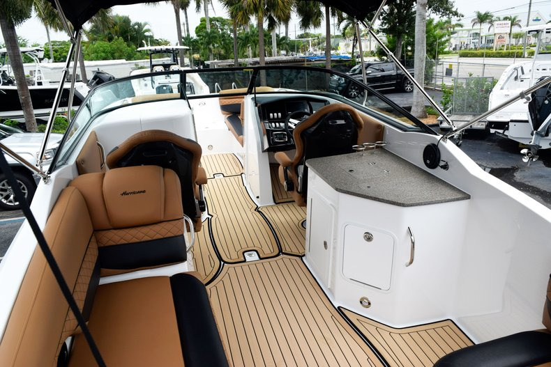 Thumbnail 19 for New 2019 Hurricane SunDeck SD 2690 OB boat for sale in West Palm Beach, FL