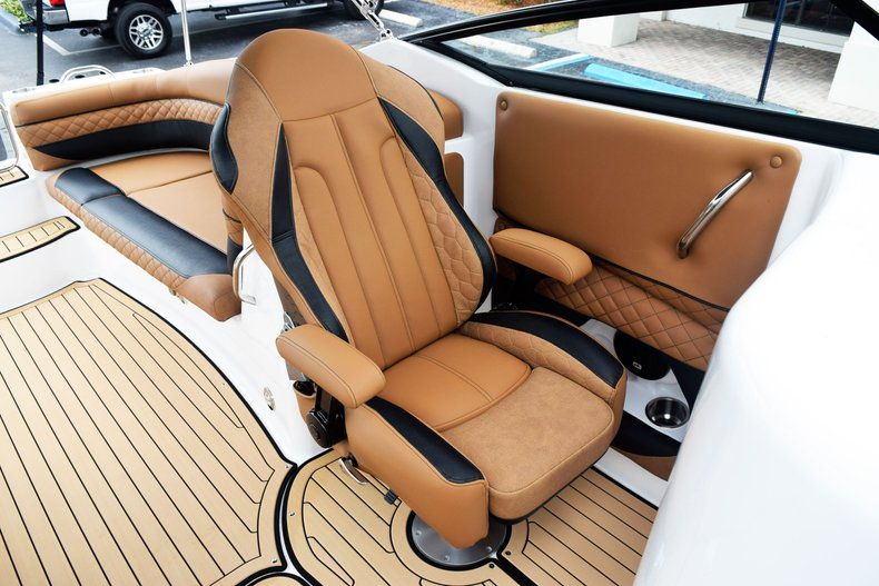 Thumbnail 55 for New 2019 Hurricane SunDeck SD 2690 OB boat for sale in West Palm Beach, FL