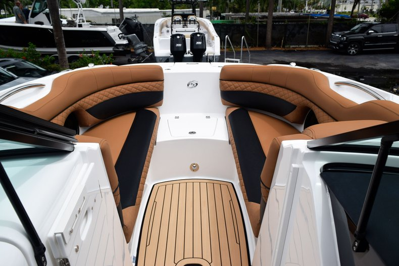 Thumbnail 67 for New 2019 Hurricane SunDeck SD 2690 OB boat for sale in West Palm Beach, FL