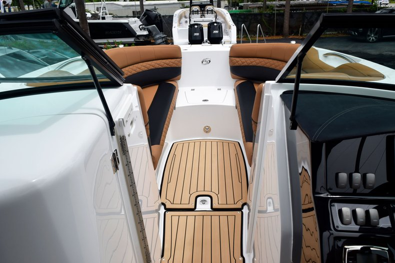 Thumbnail 68 for New 2019 Hurricane SunDeck SD 2690 OB boat for sale in West Palm Beach, FL