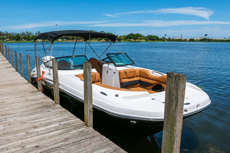 Thumbnail 96 for New 2019 Hurricane SunDeck SD 2690 OB boat for sale in West Palm Beach, FL
