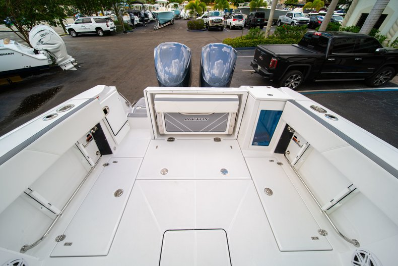 Thumbnail 11 for New 2019 Blackfin 272DC Dual Console boat for sale in West Palm Beach, FL
