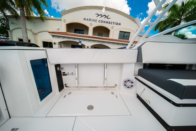 Thumbnail 13 for New 2019 Blackfin 272DC Dual Console boat for sale in West Palm Beach, FL