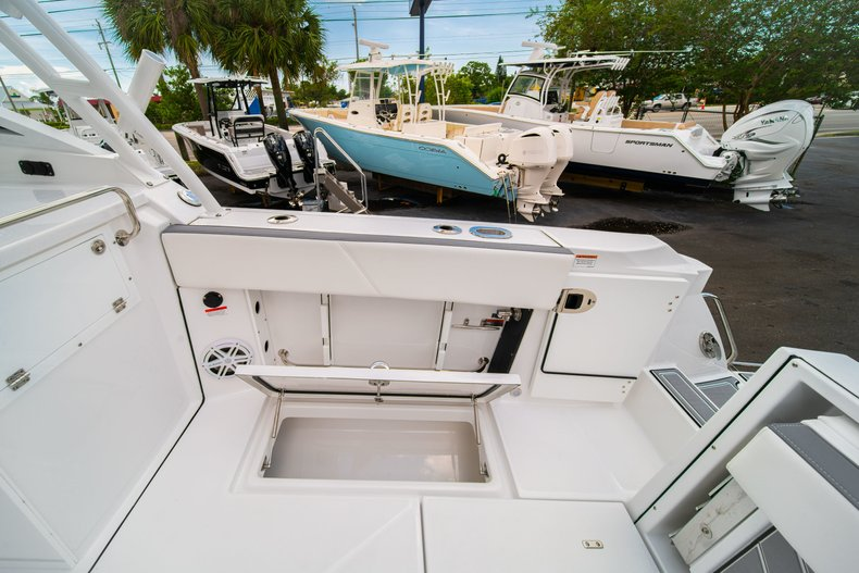 Thumbnail 17 for New 2019 Blackfin 272DC Dual Console boat for sale in West Palm Beach, FL