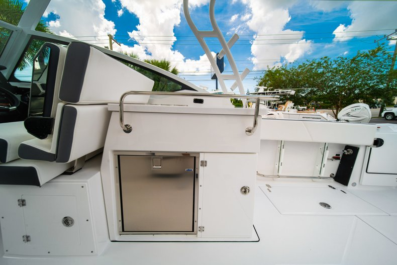 Thumbnail 26 for New 2019 Blackfin 272DC Dual Console boat for sale in West Palm Beach, FL