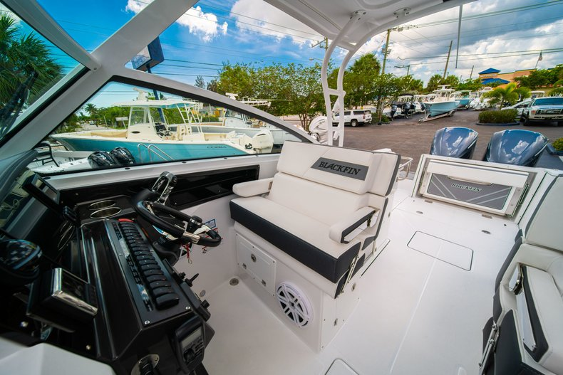 Thumbnail 37 for New 2019 Blackfin 272DC Dual Console boat for sale in West Palm Beach, FL