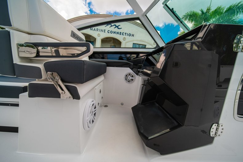Thumbnail 36 for New 2019 Blackfin 272DC Dual Console boat for sale in West Palm Beach, FL