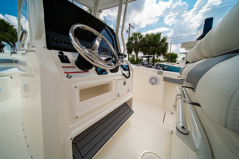 Thumbnail 28 for New 2019 Cobia 280 Center Console boat for sale in West Palm Beach, FL