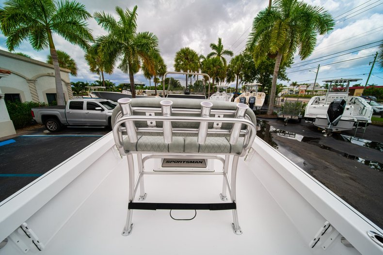 Thumbnail 8 for New 2020 Sportsman Masters 207 Bay Boat boat for sale in West Palm Beach, FL