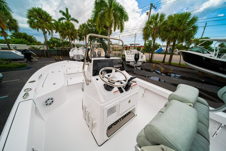 Thumbnail 19 for New 2020 Sportsman Masters 207 Bay Boat boat for sale in West Palm Beach, FL