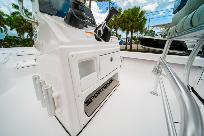 Thumbnail 20 for New 2020 Sportsman Masters 207 Bay Boat boat for sale in West Palm Beach, FL