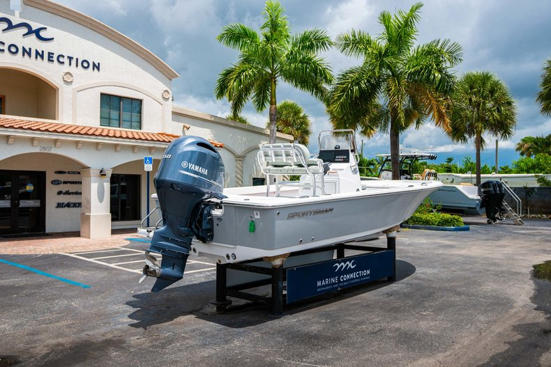 Thumbnail 7 for New 2020 Sportsman Masters 207 Bay Boat boat for sale in West Palm Beach, FL