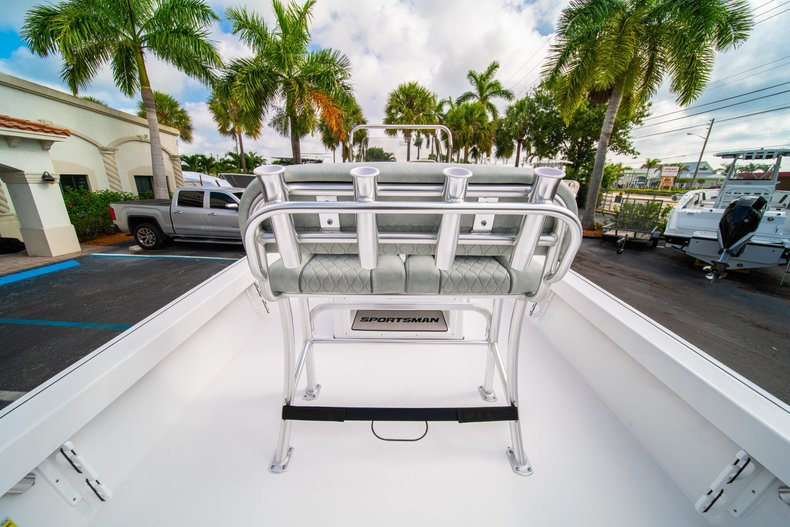 Thumbnail 14 for New 2020 Sportsman Masters 207 Bay Boat boat for sale in Vero Beach, FL