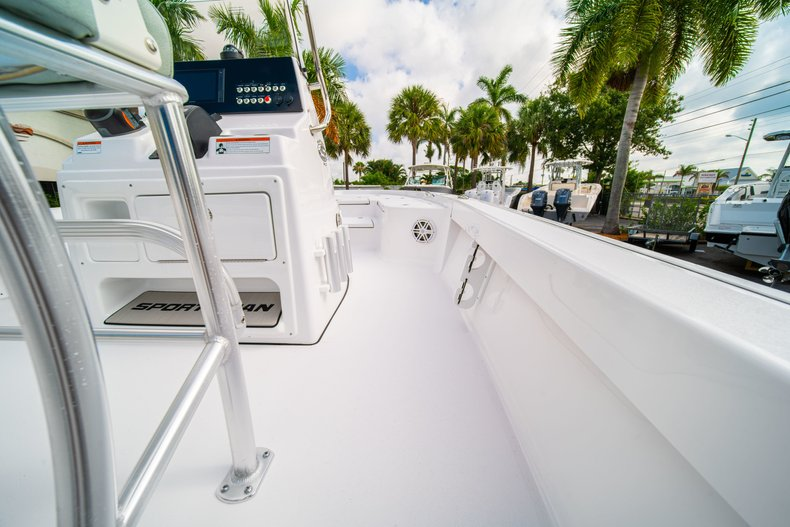 Thumbnail 15 for New 2020 Sportsman Masters 207 Bay Boat boat for sale in Vero Beach, FL