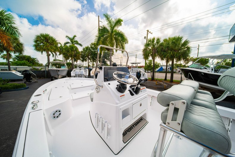 Thumbnail 20 for New 2020 Sportsman Masters 207 Bay Boat boat for sale in Vero Beach, FL