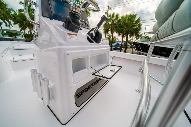 Thumbnail 22 for New 2020 Sportsman Masters 207 Bay Boat boat for sale in Vero Beach, FL