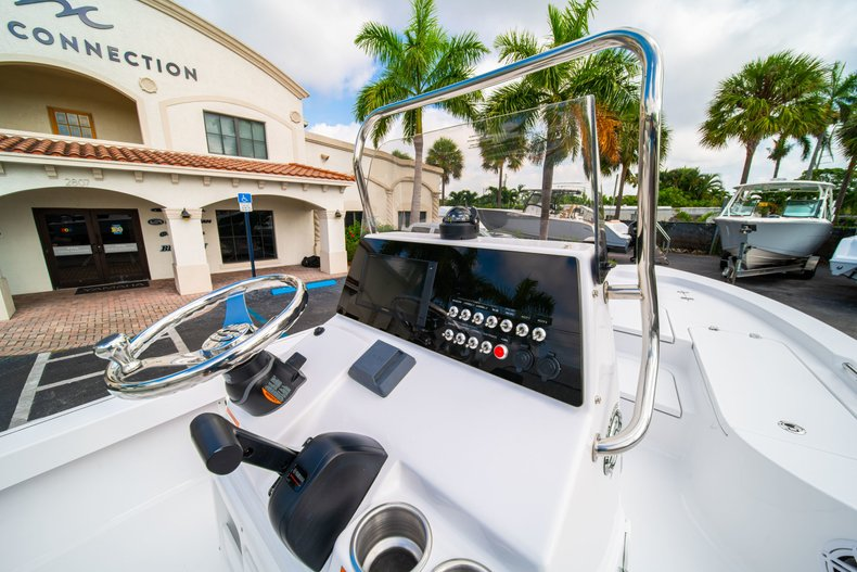 Thumbnail 18 for New 2020 Sportsman Masters 207 Bay Boat boat for sale in Vero Beach, FL