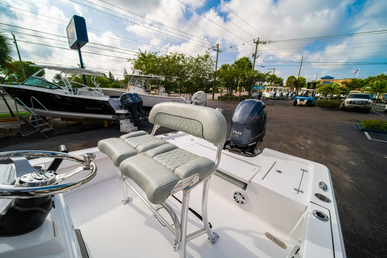 Thumbnail 26 for New 2020 Sportsman Masters 207 Bay Boat boat for sale in Vero Beach, FL