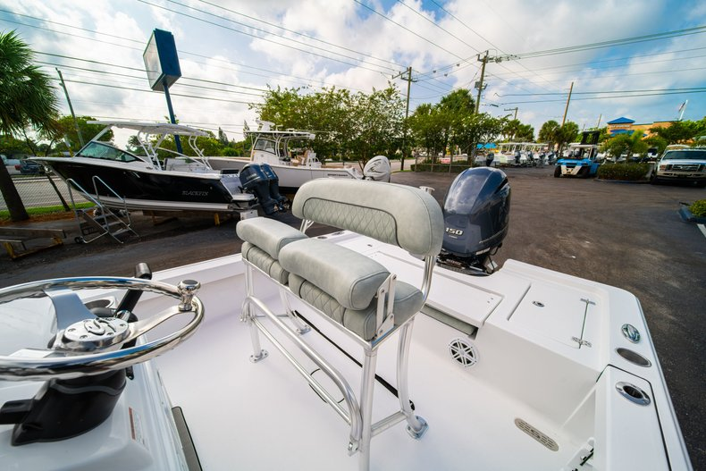 Thumbnail 25 for New 2020 Sportsman Masters 207 Bay Boat boat for sale in Vero Beach, FL